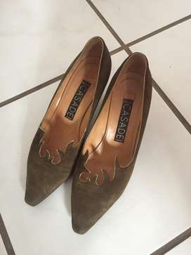 Suede Leather shoes. Size: 8,5 but fits like 7.