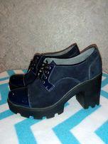 Ботинки темно-синие стильные платформа и каблук кожа и замша р.39