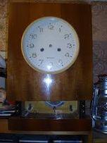 Часы Янтарь настенные с боем.Маятниковые на ходу.