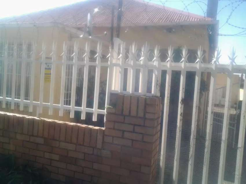 3 bedroom house with 5 outside rooms for sale in Kenilworth 0