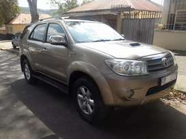 2009 Toyota Fortuner, 98,000km, 7 seater,leather interior, spare key
