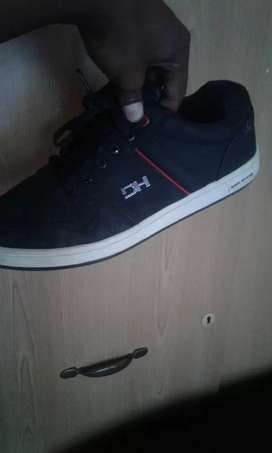 Hi guys selling a DH takkie size 7