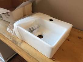 Livorno White Basins (335x290x110) for sale, brand new, still in box.