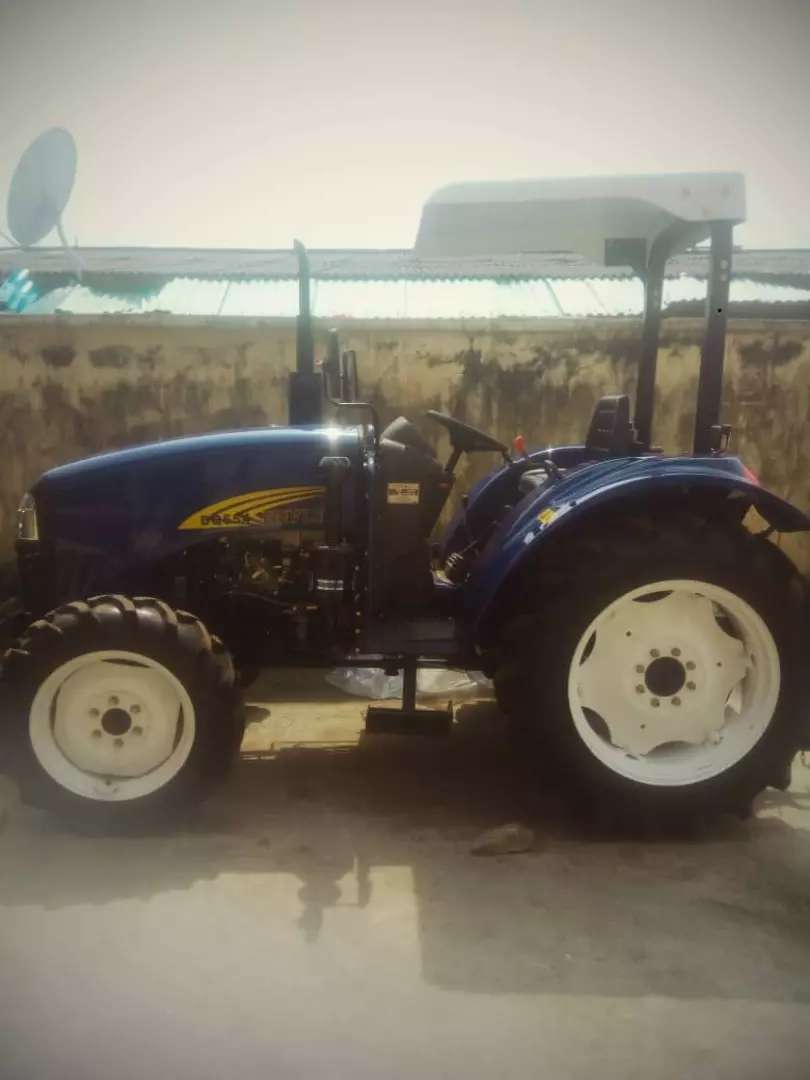 New Tractor with 4 Wheel drive 0