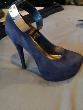 YDE Womans Size4' Heels