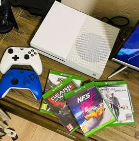 Xbox one s 1tb console with 2 remotes and 5 games