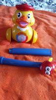 Zabawka kaczka grająca z rączką