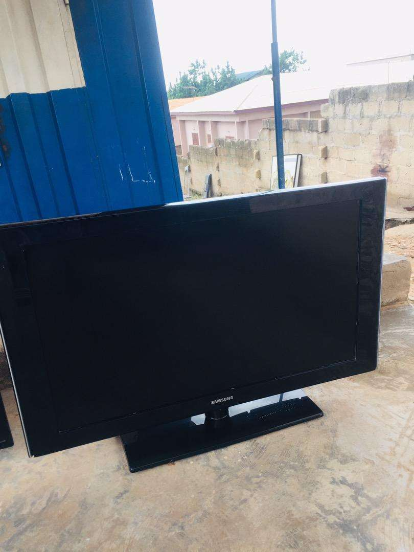40inches slim samsung lcd dogital tv 0