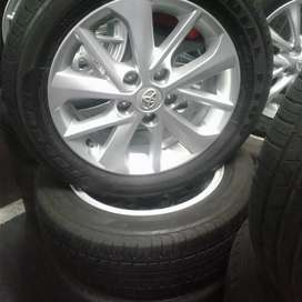 16 inch clean Toyota vorolla rims and good second hand tyres