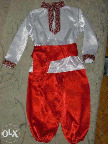 Прокат карнавального украинского костюма ( вышиванка, шаровары ).3-6 л