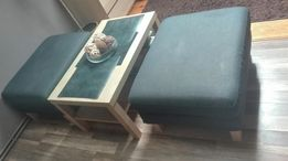 Stolik kawowy z dwoma pufami Ikea
