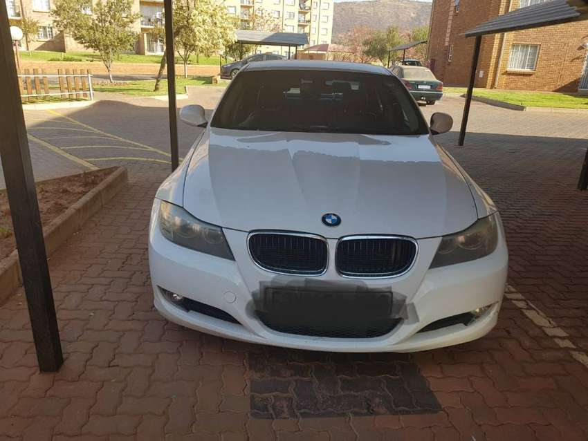 BMW 320i on sale ,white in colour 0