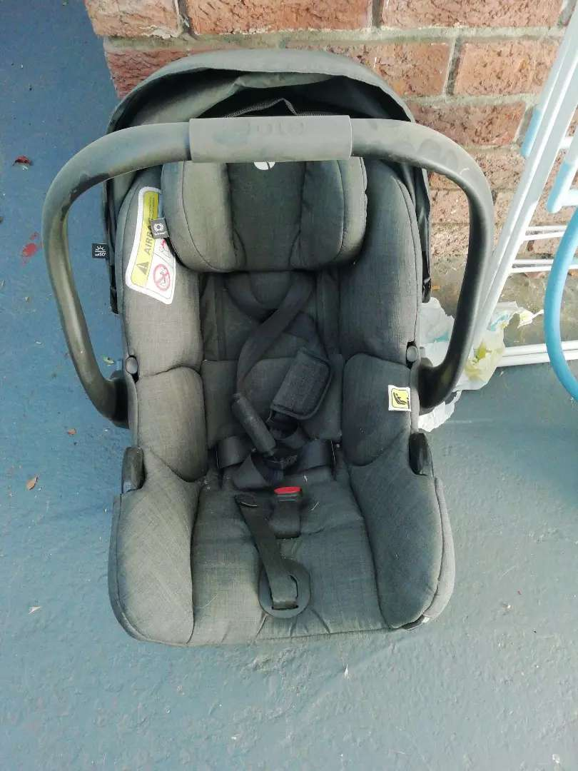 Joie Car Seat and isofox base 0