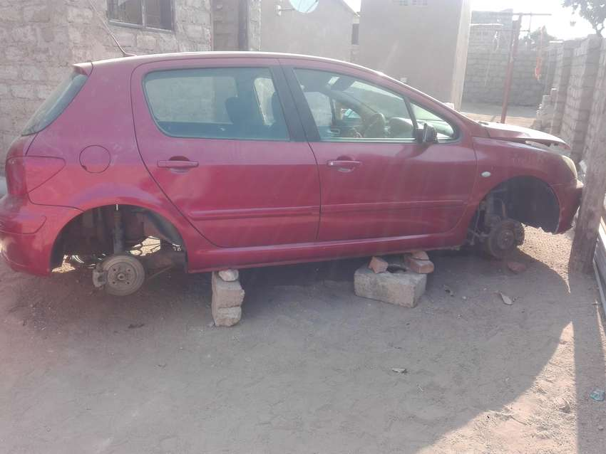 peugeot 307 2 l HDI for stripping 0