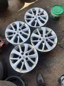 Selling this second hand original mags for Toyota 15 inch