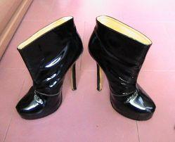 Ботильоны Ив Сен Лоран Италия ботинки ботиночки на платформе. Кожа!