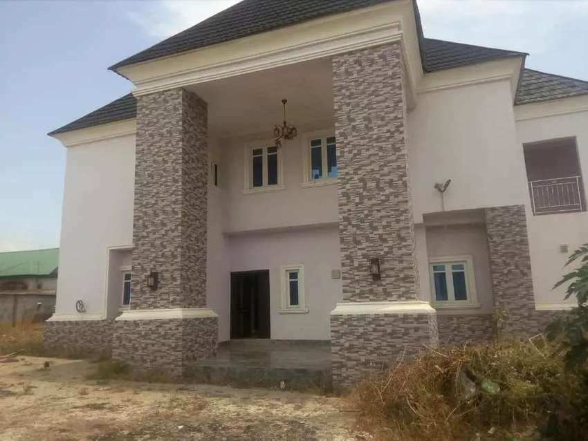 A 6 bedroom duplex for sale in Gwarimpa Estate, Abuja 0