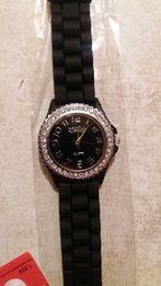 Zegarek damski czarny na gumowym pasku zapasową baterię daje gratis