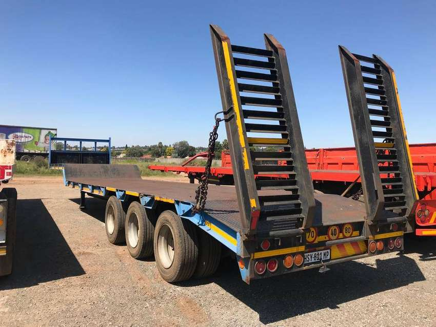 2015 Step Deck 38.4 ton payload trailer 0