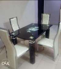 Dining table for 4setter 0