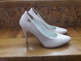 Nowe lakierowane buty polskiej Firmy Krzyś