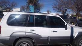 This vehical have eletric windows,leader seats,eletric sunroof