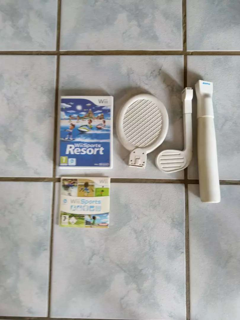 WII console and extras 0