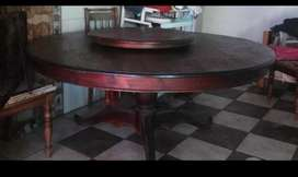 Round dining room table (Negotiable)