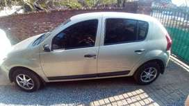Renault sandero for sale R70 000 neg