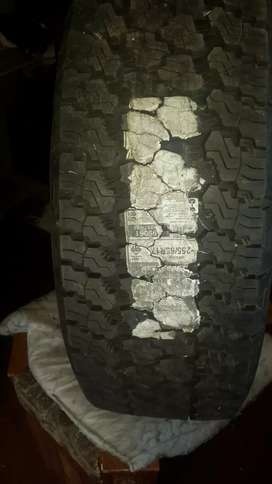 I New Good year Tyres, 225/65/17, M+S Wrangler writing with white pant
