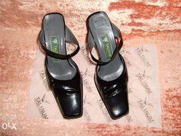 Женские лаковые кожаные модельные шлепанцы. Размер 36.