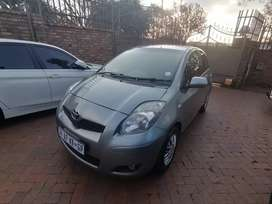 2011 Toyota yaris for sell