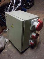 Электрический ящик и четырехжильный медный кабель