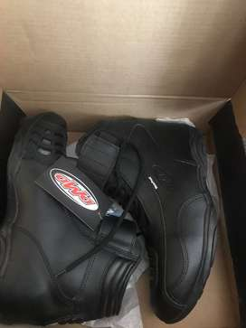 DMD Motorcycle Boots plus Suomy Helmet for sale!