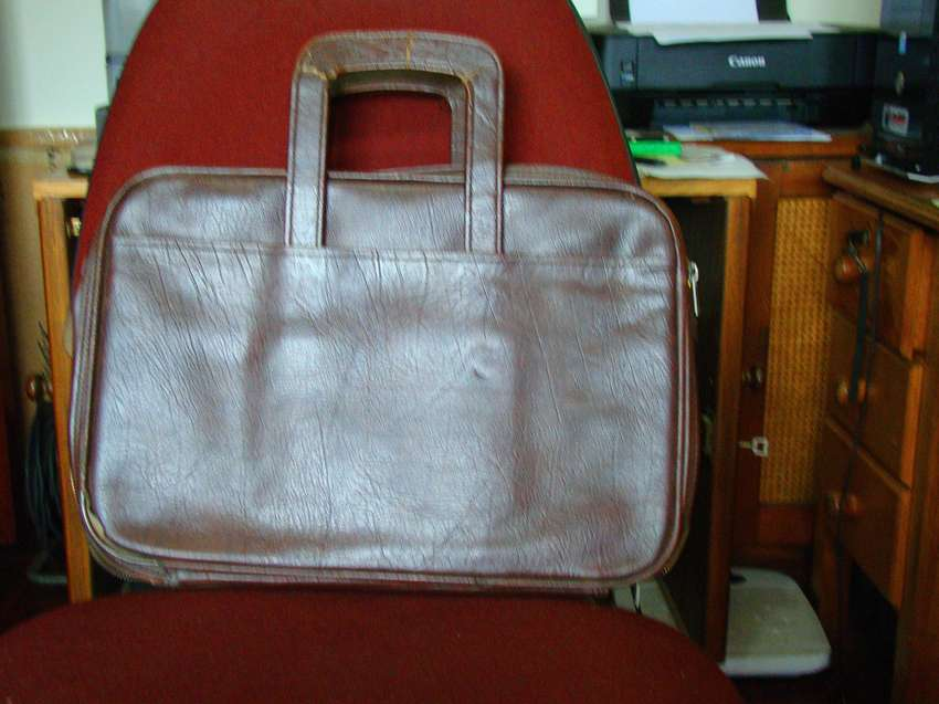 Briefcase - compact, 4 ctompartment 0