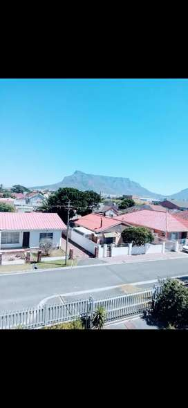 STUNNING 2 BEDROOM FLAT WITH TABLE MOUNTAIN VIEWS