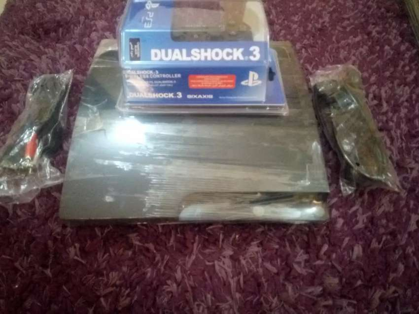 PS3 Slim with wireless control (Foreign used) 0