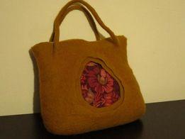 ПРодається валяна жіноча сумка. Подарунок для неї.