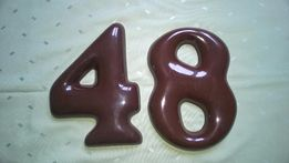 cyfry na numerację dmu: 8 i 4