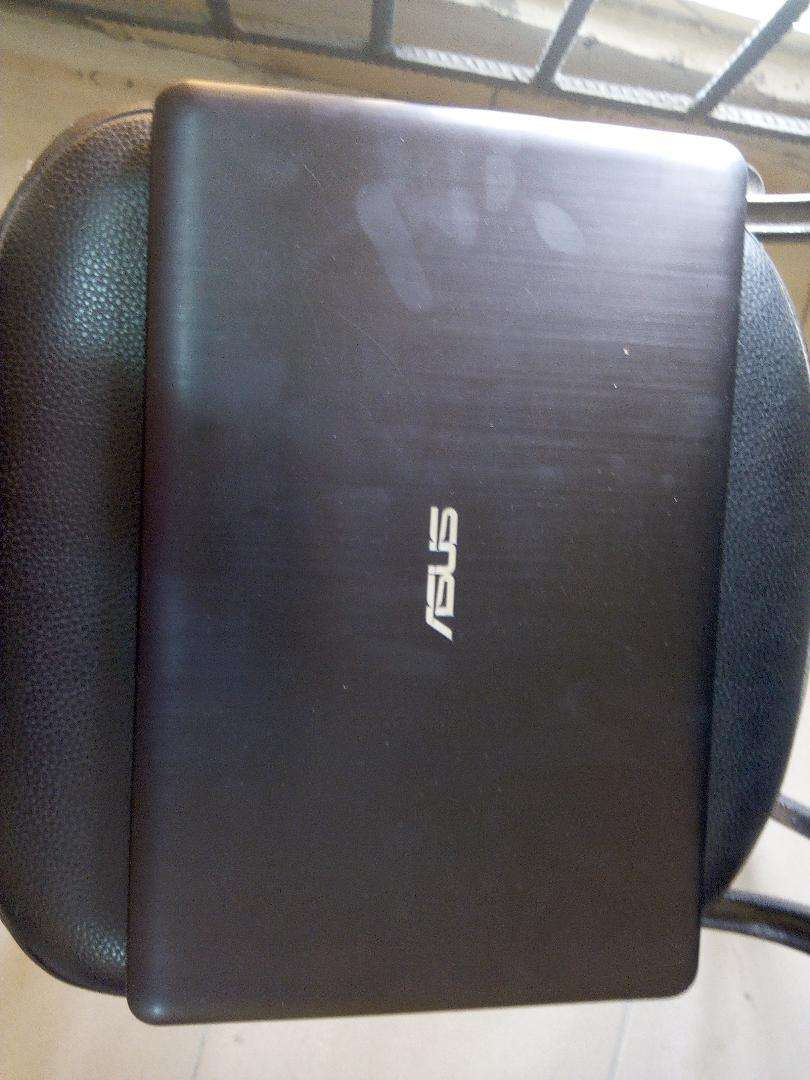 Asus 4gb Ram laptop 0