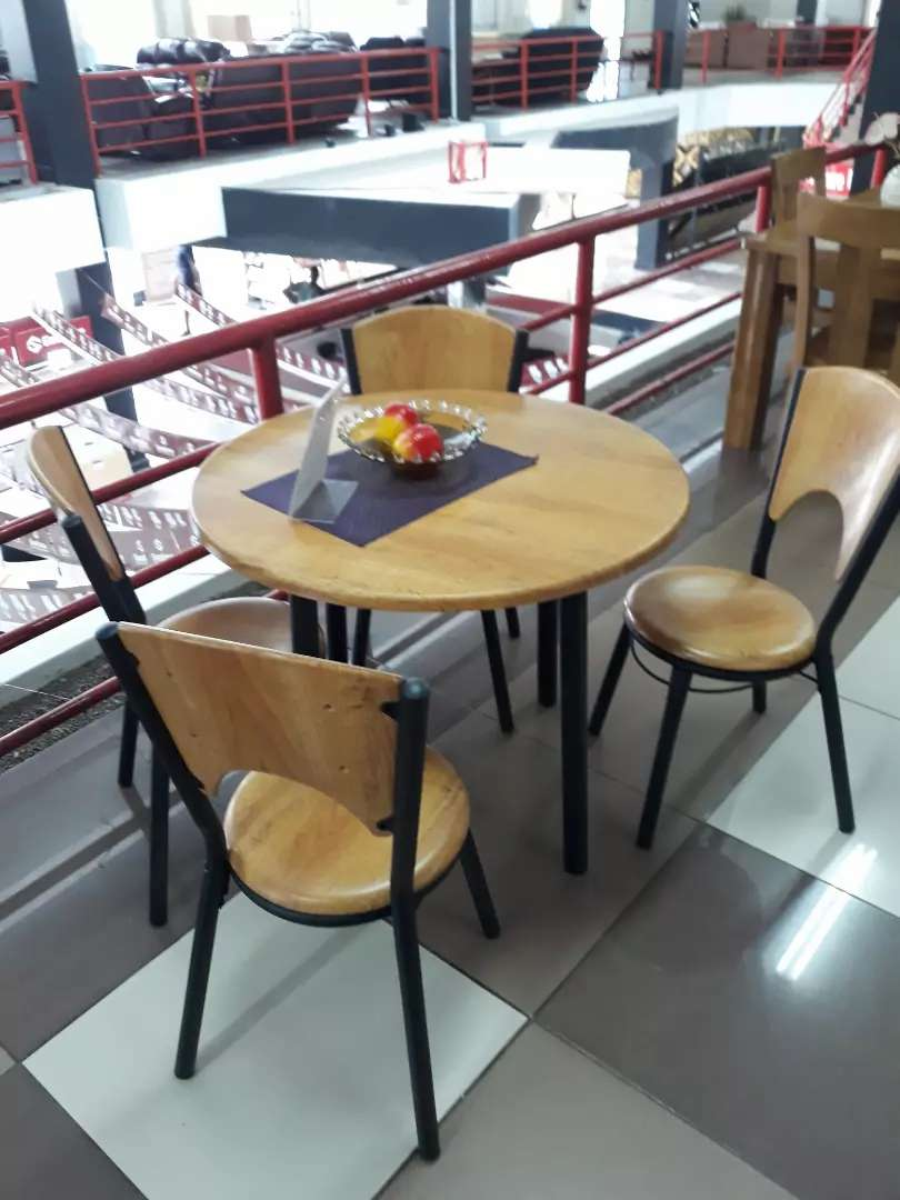 4 seater dining table 0