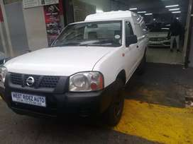 NISSAN NP300 FOR SALE AT VERY GOOD2 PRICE
