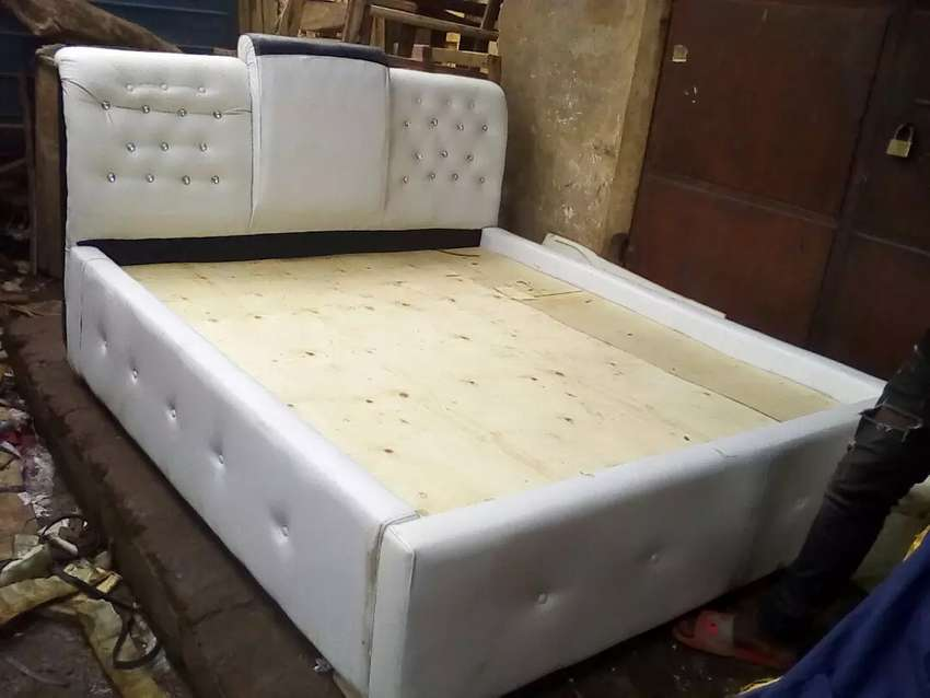 Leather bed at cia ug 0