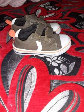 Boy shoes for 2year olds)BRAND NEW