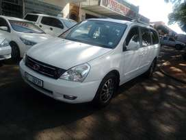 WHITE KIA SEDONA 1.9 9-SEATERS AUTO