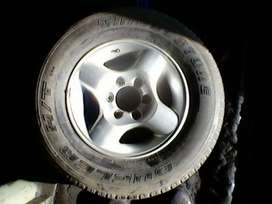 Nissan Hardbody original 16 inch mags with tyres