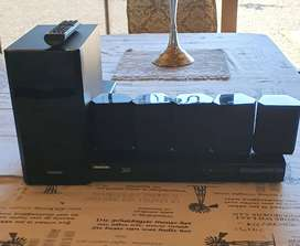 Samsung Blu ray entertainment centre with speakers . very good conditi