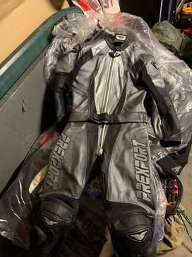 Woman's 2 piece Leather suit(New)