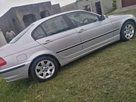 Selling a BMW 320i in best condition