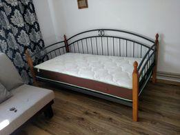 Ліжко, кровать, софа, диван.